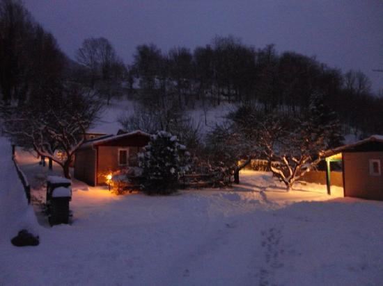 Gites et Chalets du Quié : Chut! il a neigé cette nuit....