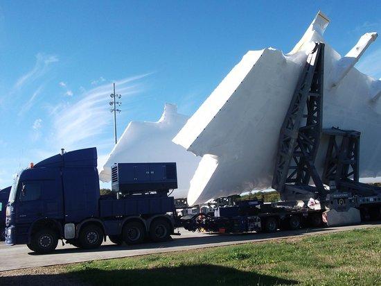 Laujuzan, France : Airbus transportation