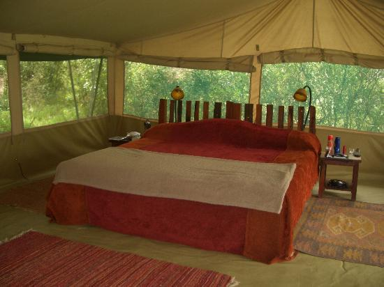 Kicheche Laikipia Camp: Very comfortable bed - hot water bottles !