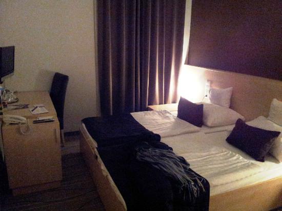 Promenade City Hotel: Habitación 301