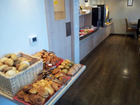 Promenade City Hotel: Desayuno