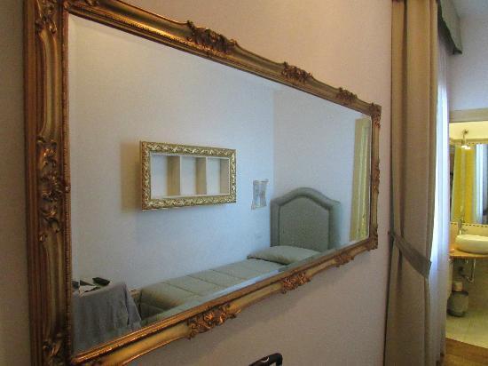 Ca dei Polo: Specchio camera
