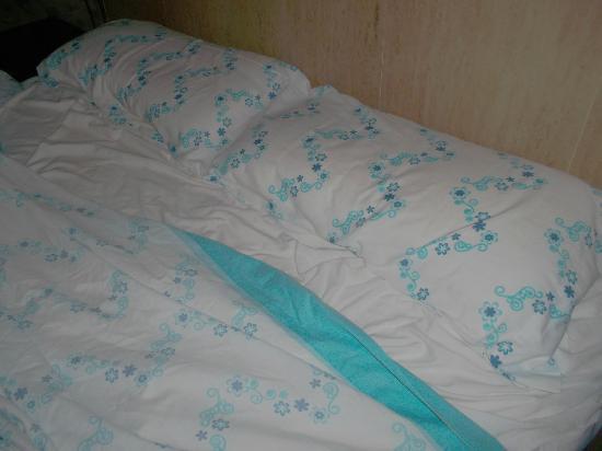 Hotel Restaurant Mas Palou: draps du lit