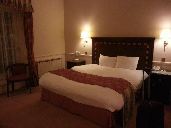 Manor Of Groves Hotel: la nostra stanza (11) - letto