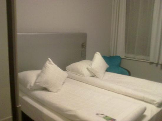 Thon Hotel EU: Double bed with two individual quilts
