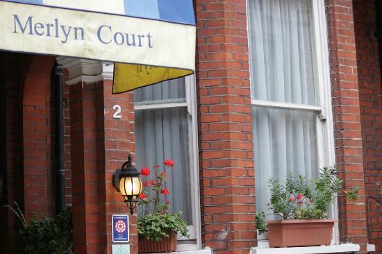 Merlyn Court Hotel: Ingresso