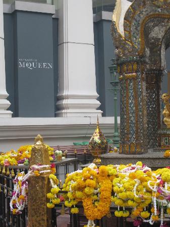 Grand Hyatt Erawan Bangkok: Erawan Shrine & Mall/Grand Hyatt
