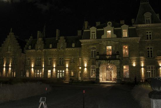 outside view of the entrance picture of chateau de la poste assesse tripadvisor. Black Bedroom Furniture Sets. Home Design Ideas