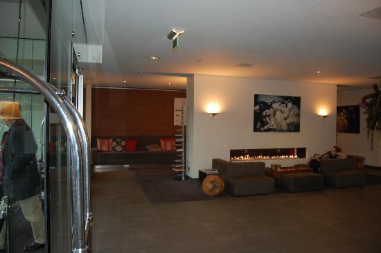 Park Hotel Amsterdam: Hall dell'hotel con zona relax