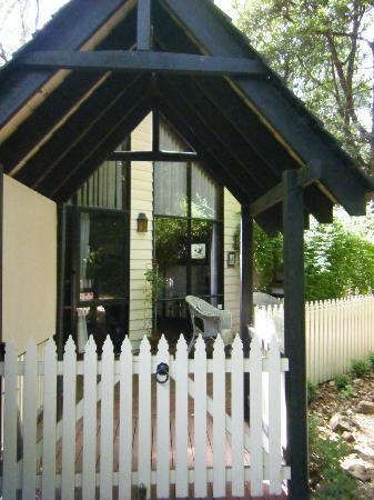 Cambridge Cottages: Gateway to Currawong Cottage