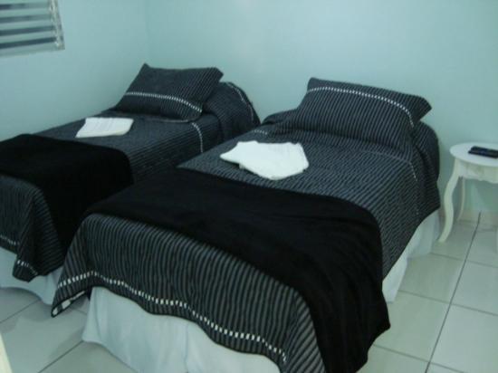 NovAmericana Hotel: Apartamentos camas de solteiro