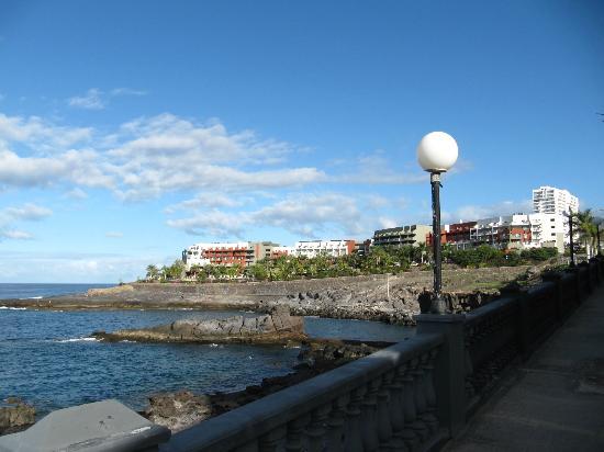 Playa Paraiso, Spain: Außenansicht des Hotels von gegenüber