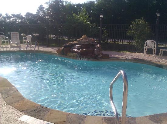 Comfort Suites: Rock Waterfall sparkling pool