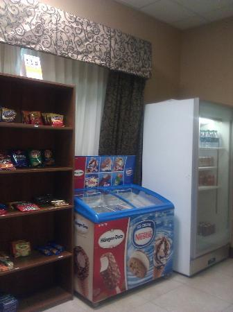 Comfort Suites: Suite Shop has everything to snack on
