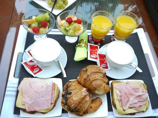 Althea Inn Roof Terrace: Breakfast!