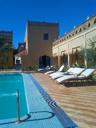 Kasbah Le: Pool & terrace