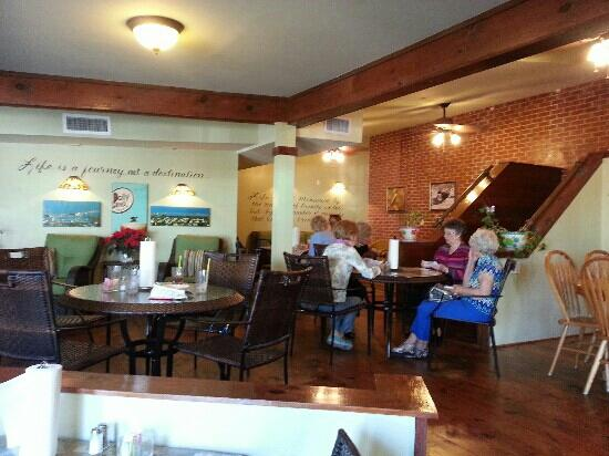 Rockport Daily Grind : a super cute and cozy lunch spot