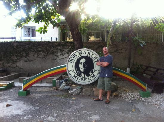 Bob Marley Museum : In the car park