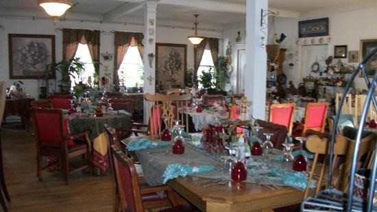 Marilyn's Melrose Inn : dining room