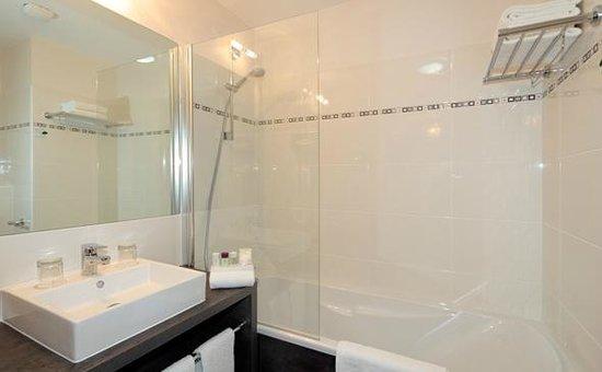 Appart'City Confort Grenoble Inovallée : Park&Suites Elegance Grenoble Inovallee - Bathroom