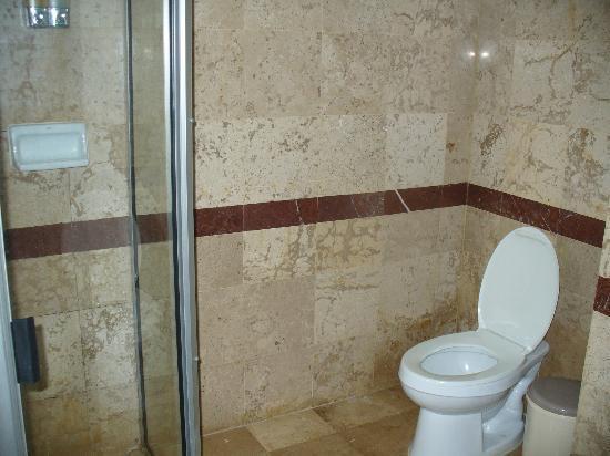 Baiyoke Sky Hotel: Bathroom