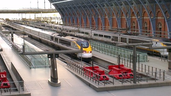 St. Pancras Renaissance London Hotel: View of station from Chambers bedroom