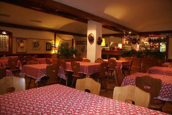 Ristorante Pizzeria Croda Cafe': sala principale