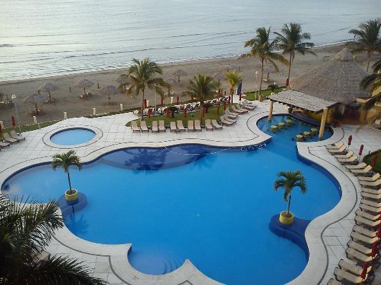 Vista de la piscina y playa picture of camino real for Piscinas trobajo del camino