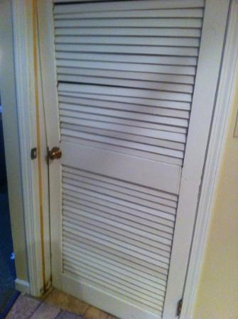 Quality Suites Hunt Valley: closet