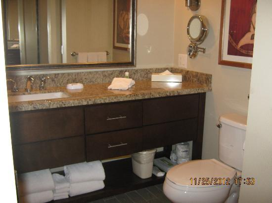 Marriott's Desert Springs Villas II: Bathroom