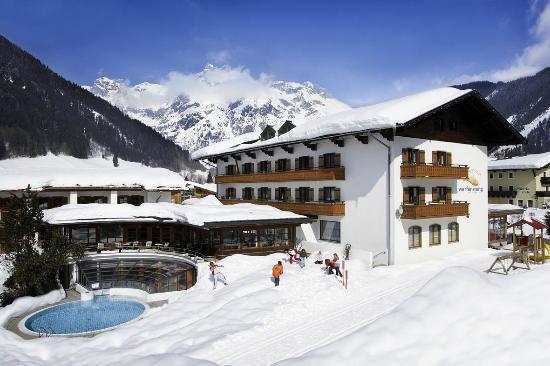 Gut Wenghof - Family Resort Werfenweng: Winteransicht