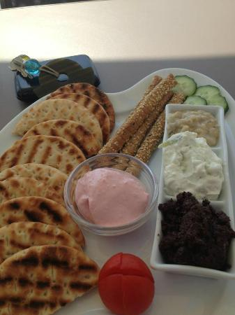 Esperas: Delicious appetizer with local dips