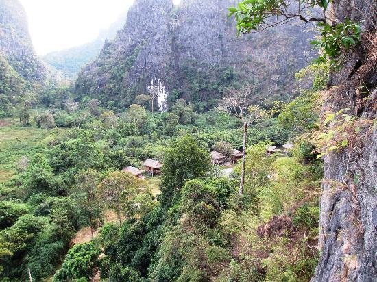 Green Climbers Home: the valley with the huts