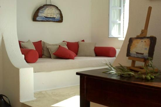 Altana Traditional Houses and Suites: Relaxing indoors