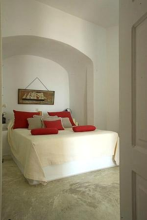 Altana Traditional Houses and Suites: Bedroom