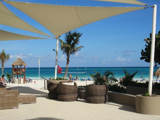Catalonia Playa Maroma: Entrada a la playa del hotel