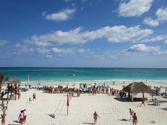 Catalonia Playa Maroma: Vistas de la playa desde la terraza snak bar