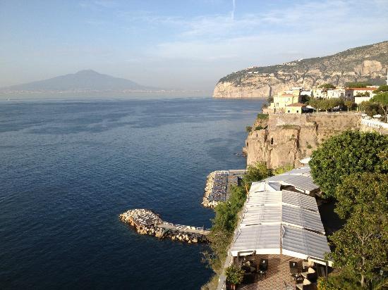 Hotel Parco dei Principi: Looking NE Towards Vesuvius