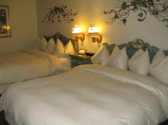 Enzian Inn: Cozy duvets and down pillows