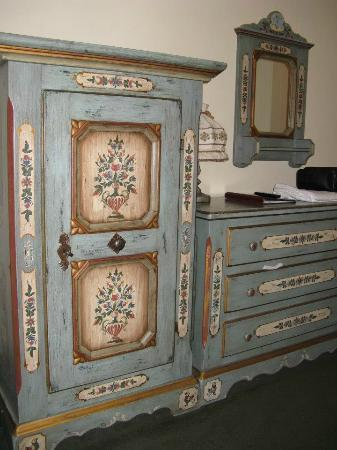 Enzian Inn: Painted furniture