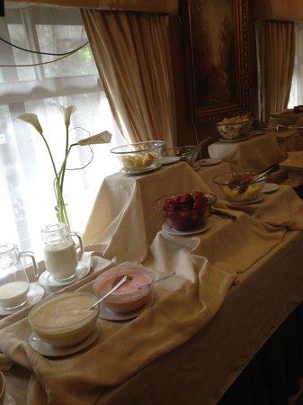 Hotel Panamericano: Mesa do café da manhã, parte das frutas