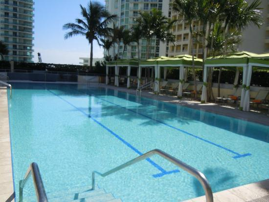Conrad Miami: The pool
