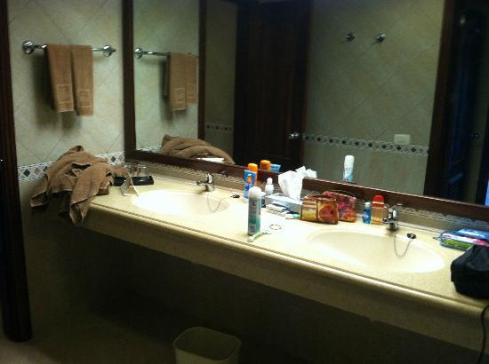 Hotel Riu Yucatan: Suite bathroom