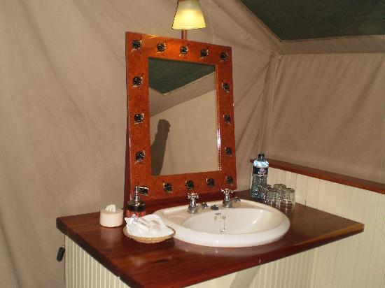 Governor's Camp: bathroom