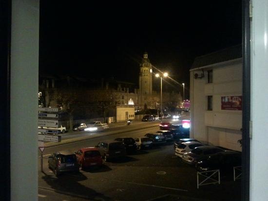 B&B Hotel La Rochelle Centre : La gare vue de la chambre