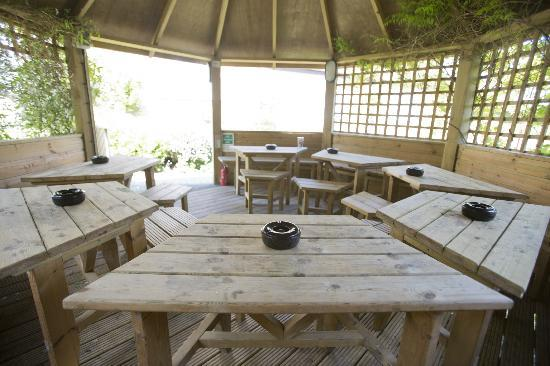 The Masons Arms: Heated smoking/dining shelter in the garden