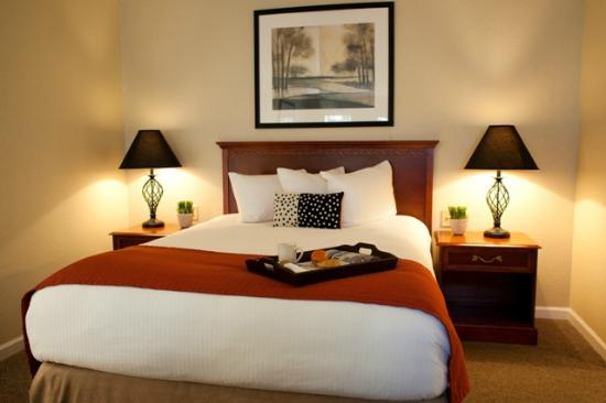 Chase Suite Hotel Brea: Signature Bedding