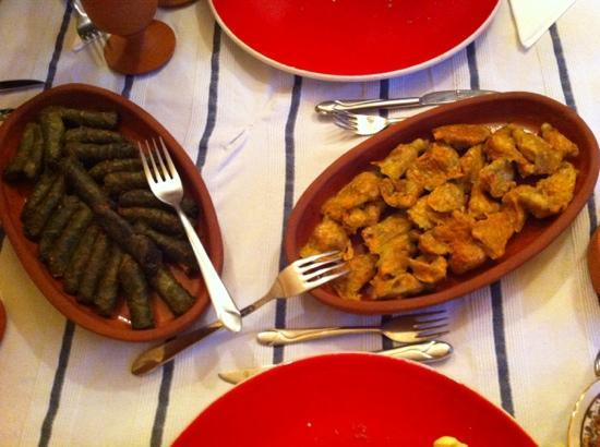 Babayan Evi: grape leaves and pumpkin flowers