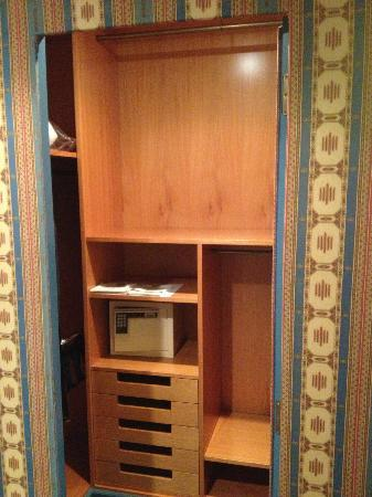 Hotel Excelsior Venice: Piccola cabina armadio