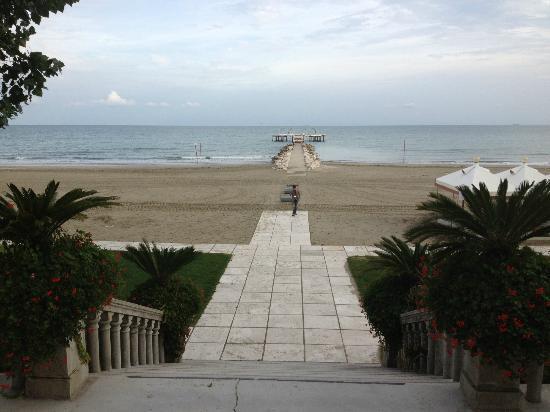 Hotel Excelsior: ingresso spiaggia